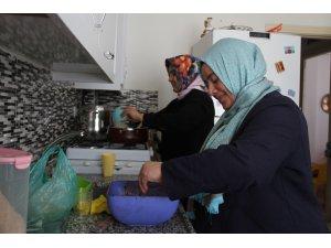 HUZUR VE BEREKET AYI RAMAZAN - Yetimlerle gönüllüleri iftar sofralarında buluşturuyorlar