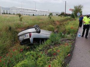 Beypazarı'nda otomobil şarampole devrildi: 4 yaralı