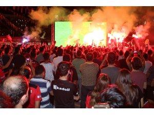 Gaziantepli taraftarların dev ekranda final heyecanı