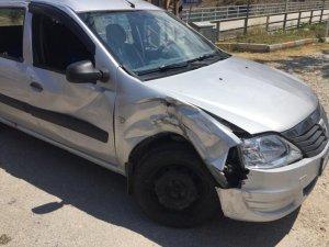 Motosikletle, hafif ticari araç çarpıştı:3 yaralı