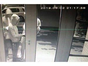 Kadıköy'de hırsızlar önce kameraya sonra polise yakalandı