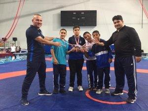 Yunusemreli güreşçiler Ankara'dan madalyalarla döndü