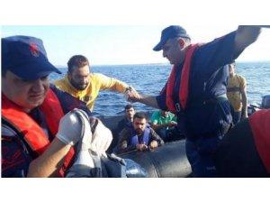Edirne'de, lastik botta 37 düzensiz göçmen yakalandı