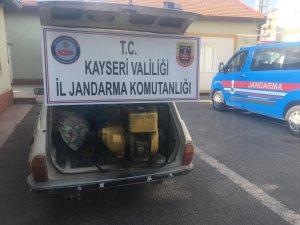 Su motoru ve sulama borusu çalan iki kişi yakalandı