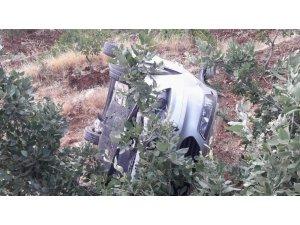 Siirt'te şarampole yuvarlanan araçta 3 kişi yaralandı
