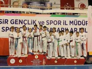 Ayvalıklı minik taekwondocular nefes kesti