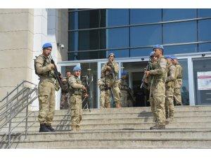 6 kişinin öldüğü silahlı kavgayla ilgili 2 şüpheli adliyeye sevk edildi