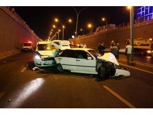 Kaza yapan otomobile yardıma gelenlere çarptı: 5 yaralı