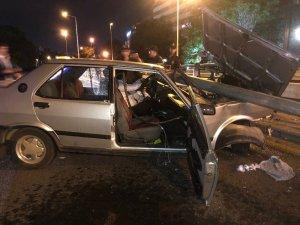 TBMM'nin önündeki kazada sürücü otomobilde sıkıştı