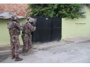 Konya'da şafak vakti uyuşturucu operasyonu