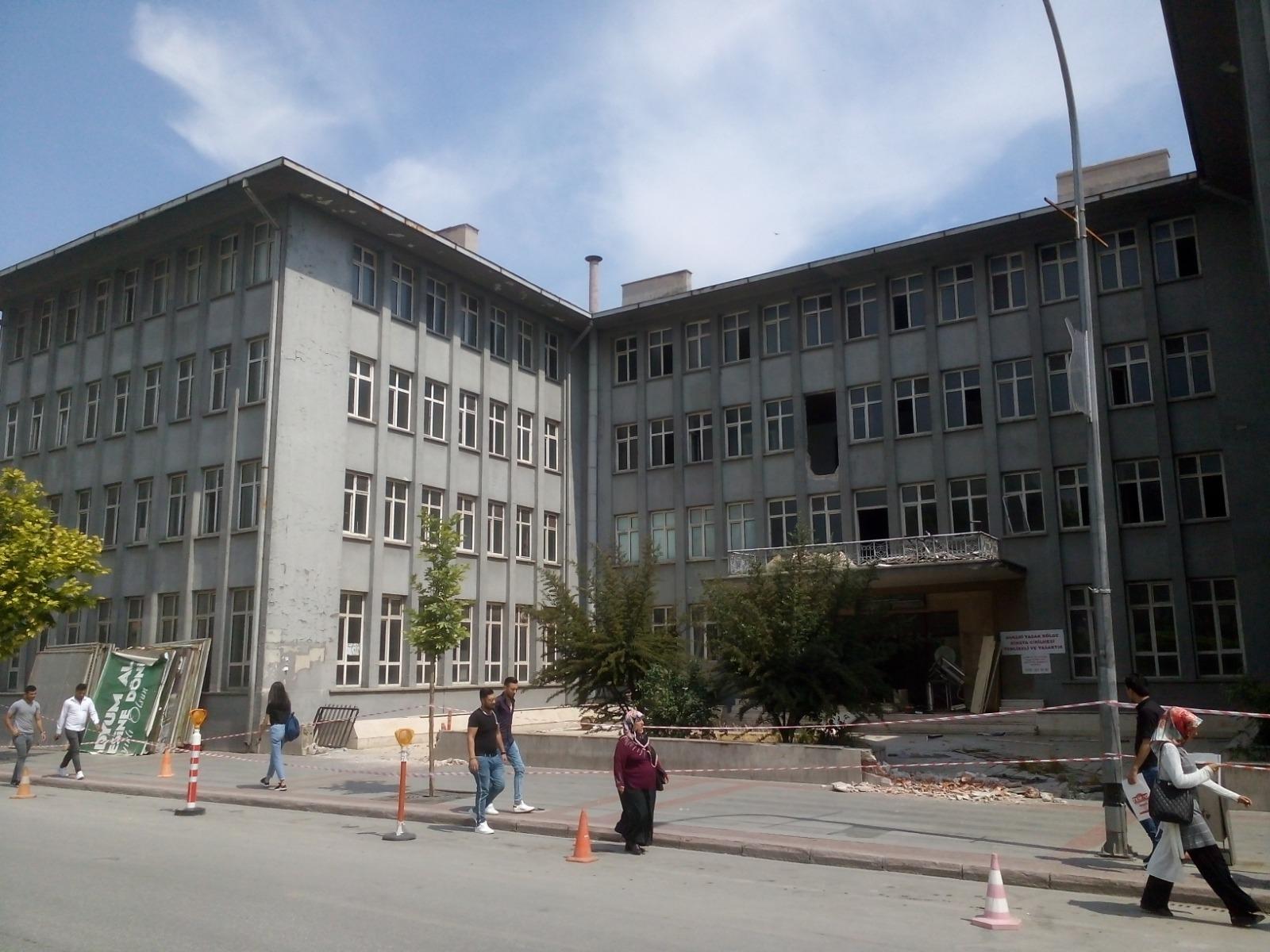 Alaaddin'deki o bina yıkılıyor