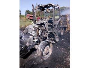 Saman yüklü traktör yandı