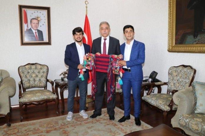 Hakkarili öğrencilerinden Konya Valisi Toprak'a ziyaret