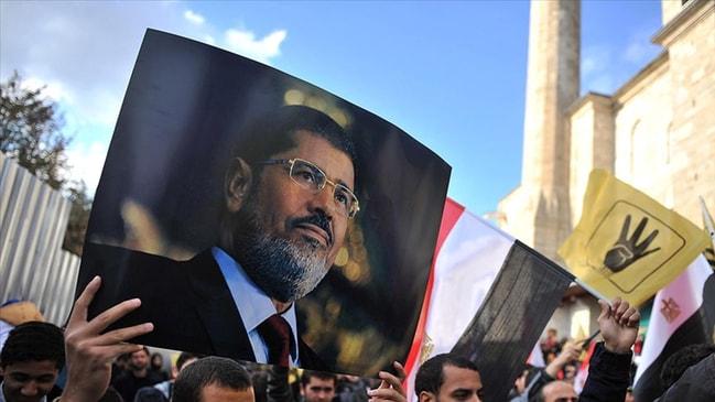 Sosyal medyadan duyurdu... Mursi'nin oğlundan gıyabi cenaze namazı çağrısı...