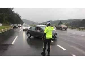 Bolu'da etkili olan sağanak D100'ü trafiğe kapattı