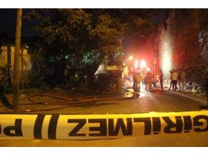 Fatih'te iki katlı ev alev alev yandı: 1 ölü, 1 yaralı