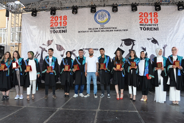 SÜ İİBF'de mezuniyet coşkusu