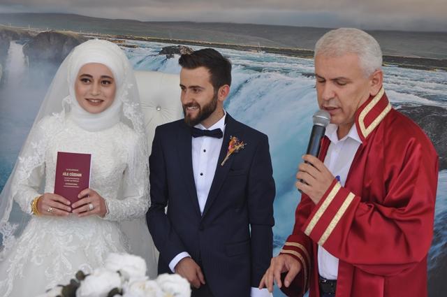 Hümeyra ile Seyit Evlendiler
