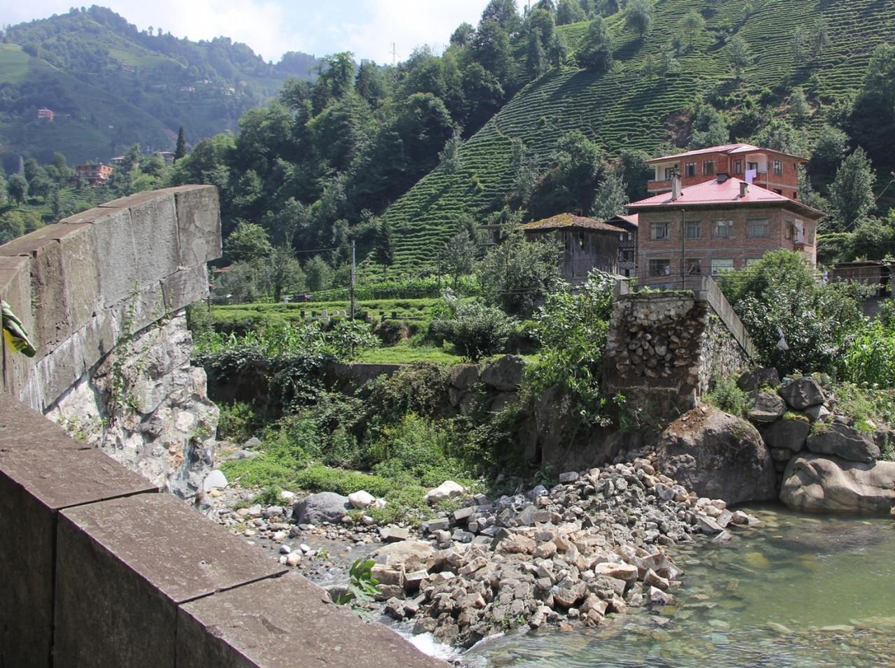 Bu manzara artık yok 300 yıllık taş köprü çöktü