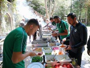 Konyaspor'un Bolu kampında barbekü partisi