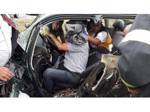 Sandıklı'da otomobil ile minibüs çarpıştı: 4 yaralı