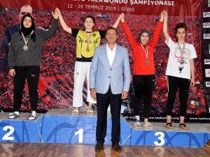 Taekwondoculardan 5 madalya