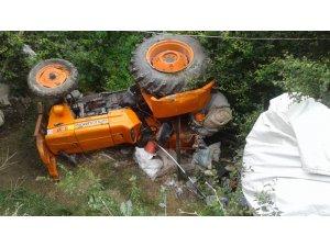 Traktörde 3 metre yükseklikten bahçeye devrildi: 5 yaralı