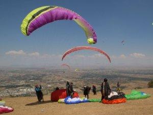 Akşehir'de Yamaç Paraşütü heyecanı