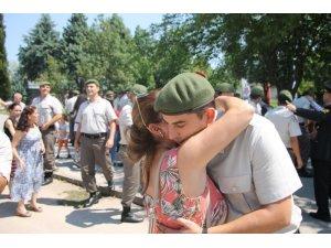 Erleri yemin töreninde aileleri yalnız bırakmadı