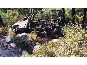 Yanan araç orman yangınına neden oluyordu