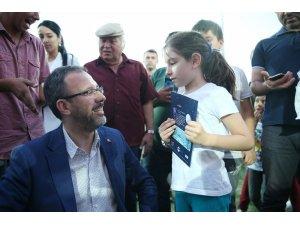 Bakan Kasapoğlu, Altındağ'da Yaz Akşamı Şenlikleri'ne katıldı
