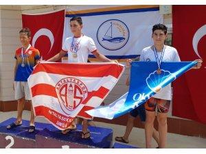 Antalyaspor, Prens Adaları Yüzme Şampiyonası'na damga vurdu