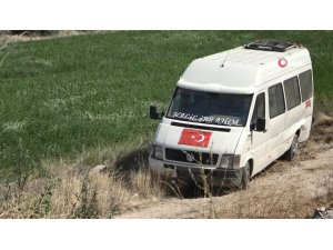 Minibüs şarampole devrildi: 2 yaralı