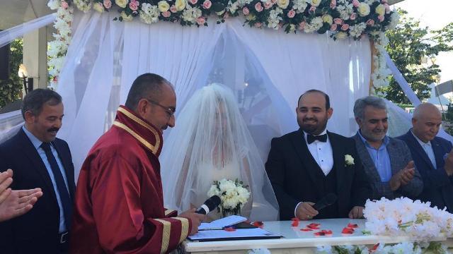 Merve ile Emre evlendiler