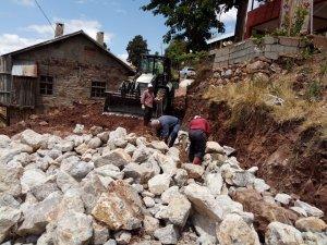 Hadim'de Belediyesinin istinat duvarı çalışmaları