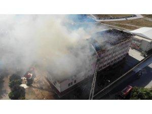 Esenyurt'ta okul çatısında paniğe yol açan yangın