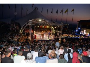 Bayraktepe Arena'da Kick Boks fırtınası nefesleri kesti