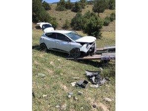 Tosya'da otomobil tarlaya uçtu: 5 yaralı
