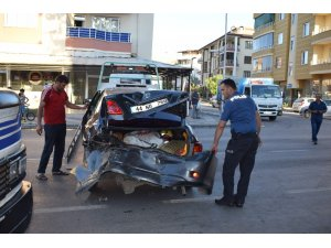 Çarptığı sürücüyü altına alarak sürükledi, aracını bırakıp kaçtı