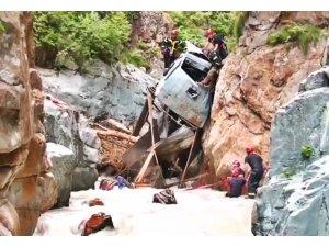 Gürcistan'da kamyon uçurumdan yuvarlandı: 5 ölü