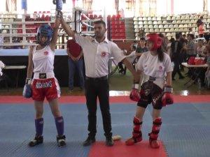 Genç sporcular kick boks bölge şampiyonluğu için ter döktü
