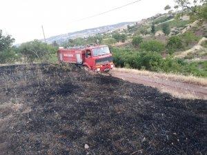 Mangal ateşi otluk alanda yangına neden oldu