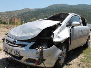 Afyonkarahisar'da otomobil şarampole devrildi: 2 ölü, 2 yaralı