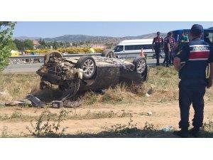 Otomobil takla atarak devrildi: 4 yaralı