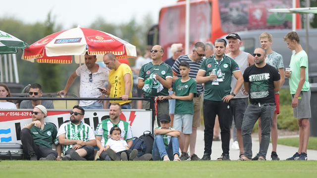 Konyaspor'u Twente maçında gurbetçiler yalnız bırakmadı
