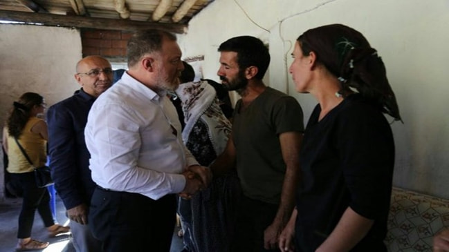 Yüzsüzlüğün bu kadarı... HDP, PKK'nın katlettiği çocukların ailesine gitti!