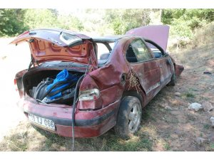 Otomobil şarampole uçtu: 2 yaralı