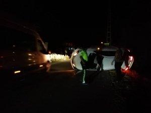 Kontrolden çıkan otomobil yan yattı