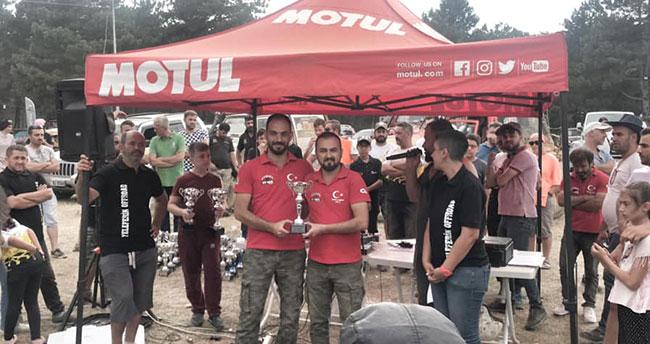 Beyşehirli off-road pilotları Bursa'da kupaları kaldırdı