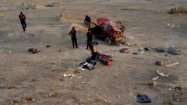 1'i çocuk 3 ölü... Otomobil bir aileye mezar oldu!